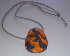 """Halskette """"naranja con sombras grises"""" Halsschmuck – Monika´s Accessoires Jewelry Shop, Jewellery, All Art, Art Gallery, Arts And Crafts, Pendant Necklace, Handmade, Etsy, Beauty"""
