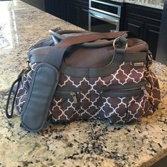 JJ Cole Diaper Bag Great neutral pattern! Lots of outside pockets, insulated bottle pockets, includes stroller clips which usually sell for additional $. Used but overall good condition a few marks on inside of bag but outside looks great. JJ Cole Bags Baby Bags