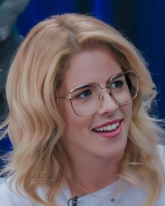 "⠀⠀⠀⠀Emily Bett on Instagram: ""I love your smile ❤ @emilybett . . . . . #emilybett #emilybettrickards #felicity #felicitysmoak #royraper #arrow #greenarrow #supergirl…"" Arrow Felicity, Felicity Smoak, Celebrity Stars, Celebrity Crush, Flash Tv Series, Love Your Smile, Team Arrow, Star Wars, Emily Bett Rickards"