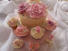 vintage flower cake and cupcakes