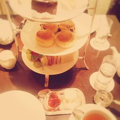 enichi Kamio - afternoon tea in Nihonbashi from Today's piano piece  Feb.12th,2015  「日本橋でアフタヌーンティー」 三越新館。アフタヌーンティーを楽しむ。