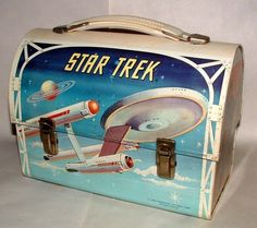 Jeannine's second favorite lunchbox that belonged to her dad. Rimwood argues with Jeannine that she has stolen a boy's lunchbox. Jeannine wins the argument but feels mad because her teacher was so mean about her carrying that lunchbox. Retro Lunch Boxes, Lunch Box Thermos, Tin Lunch Boxes, Metal Lunch Box, Star Trek Party, School Lunch Box, Out To Lunch, Retro Toys, Classic Tv