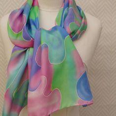 15627128e095 Un Grand Marché · Echarpe, étole,foulard soie peint main multicolore