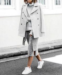 Un look d'automne gris et blanc