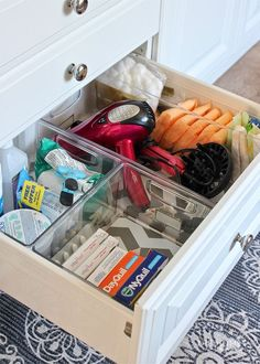 Tired of a mess under your bathroom sink? Check out the creative ways to organize bathroom cabinets and drawers using items from around the house! Bathroom Drawer Organization, Bathroom Organisation, Organization Hacks, Organize Bathroom Drawers, Hair Product Organization, Bathroom Vanity Storage, Organizing Hair Accessories, Organizing Ideas, Lavabo Diy