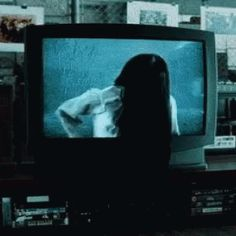 The perfect TheRing ComingOutOfTV Animated GIF for your conversation. Discover and Share the best GIFs on Tenor. Horror Pictures, Creepy Pictures, Gif Pictures, Images Terrifiantes, Gif Terror, Creepy Gif, Sombre, Night Aesthetic, Arte Horror