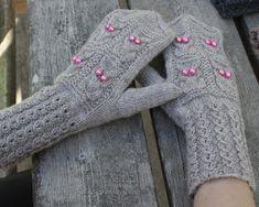 Kaksinkasin: Ei pöllömmät lapaset Fingerless Gloves, Arm Warmers, Fashion, Fingerless Mitts, Moda, Fashion Styles, Fingerless Mittens, Fashion Illustrations