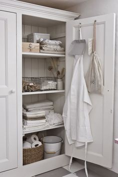 There's something rustic and homely about a gorgeously designed linen cupboard with neutral items resting inside. Place a custom designed linen closet in Closet Storage, Bathroom Storage, Bathroom Closet, Bathroom Interior, Bathroom Cupboards, Attic Storage, Closet Shelves, Room Shelves, Design Bathroom