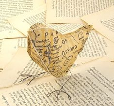 Made out of an old map.cute, but I am not one to encourage people to cut up old maps or books for that matter.there are lots of scrapbook paper out there that looks like this. Origami, Altered Books, Altered Art, Mascara Papel Mache, Diy Paper, Paper Crafts, Do It Yourself Baby, Paper Birds, Old Maps