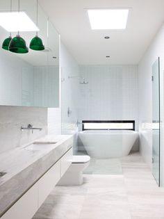 Long thin bathroom. Twofold house. Architect - BKK Architects