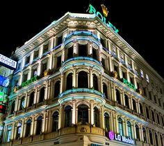 colourful night on Kärntnerstrasse in Vienna - Photo by Franz Jachim on flickr
