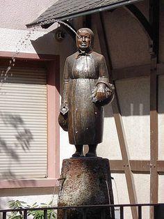 Old Sachsenhausen... Frankfurt... Die Frau Rauscher aus de Klappergass......