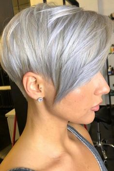If you like short hair, please try pixie haircuts., we hope the 30 newest pixie haircuts ideas will give you a fresh perspective and make your hairstyle look stylish. The New Pixie Haircut Ideas Make You Fashion style In Fall ; Pixie Bob Haircut, Short Pixie Haircuts, Short Hair Cuts, Undercut Short Bob, Pixie Haircut Round Face, Pixie Cut For Round Face, Pixie Cut Back, Pixie Cut With Undercut, Short Pixie Bob
