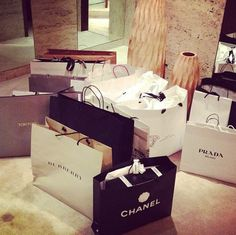 Merry christmas to me shopping bags, shopping chanel, shopping spree, rich lifestyle, Luxury Lifestyle Women, Rich Lifestyle, Shopping Spree, Go Shopping, Whole 30 Brasil, Shopping Chanel, Thing 1, Shop Till You Drop, Luxe Life