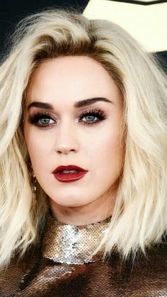 Gorgeous Katy Perry. So beautiful as a blonde.
