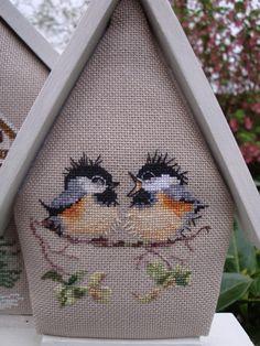Cross Stitching, Cross Stitch Embroidery, Cross Stitch Patterns, Cross Stitch Christmas Ornaments, Christmas Embroidery, Mini Cross Stitch, Cross Stitch Animals, Couture Invisible, Cross Stitch Finishing