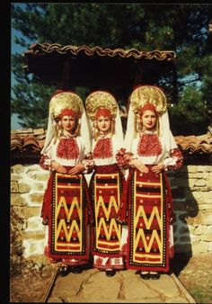 Bulgarian traditional Slavic costumes by region | Slavorum Northern ethnographic region (North-West and Central-North Bulgaria)