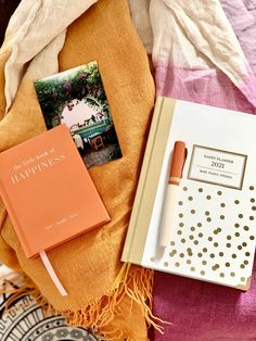 Każdy moment jest dobry na to, by rozwinąć skrzydła. To Ty decydujesz, kiedy zaczniesz pisać nowy rozdział w swoim życiu. Może właśnie dziś? Live Laugh Love, Little Books, Happy Planner, Blessed, How To Plan