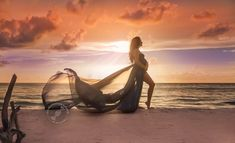 Maternity Strapless Chiffon Gown Split Front Maxi Photography Dress for Photo Shoot On The Beach#photoshoot #maternityphotos #maternitygown #chiffongown#maternityphotography