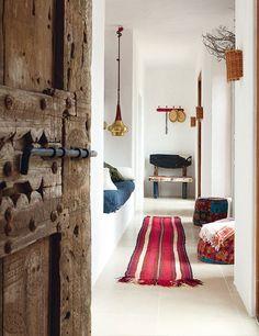 Magnificent Chez Luis Galliussi à Ibiza – door, hassocks, alcove bed! The post Chez Luis Galliussi à Ibiza – door, hassocks, alcove bed!… appeared first on Home Decor . Blueberry Home, Ethno Design, Interior Inspiration, Design Inspiration, Inspiration Boards, Turbulence Deco, Deco Boheme, Blog Deco, Beautiful Space
