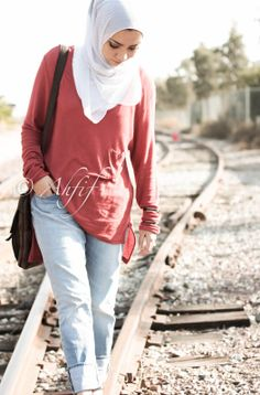 Ahfif casual hijab style boyfriend jeans and oversized top | www.ahfif.com |