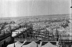 Sube a la @LaGiraldaSVQ en 1935 y mira al risco de la Aljarafe. ¿Dónde esta la masificación urbanística?