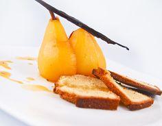 Receta - Bizcocho de pistacho con peras pochadas especiadas | Le Cordon Blue
