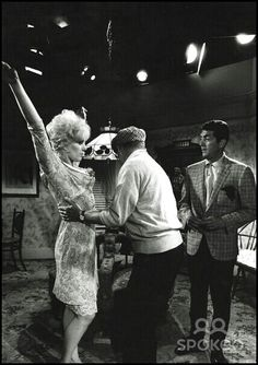 Dean with Kim Novak and Billy Wilder on the set of Kiss Me Stupid
