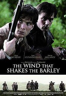 """Rose-Maries litteratur- og filmblogg: """"The Wind that Shakes the Barley"""" (Regissør: Ken L... Movies To Watch, Good Movies, Amazing Movies, The Rat Patrol, Irish Movies, Liam Cunningham, Dog Soldiers, North African Campaign, Sibling Relationships"""