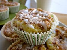 Tasty}- Coffeecake Muffins - The Food Charlatan Pastry Recipes, Cake Recipes, Snack Recipes, Breakfast Items, Breakfast Dishes, Easy Desserts, Delicious Desserts, Holiday Desserts, No Bake Treats
