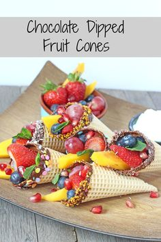 Healthy Snacks For Kids Chocolate Dipped Fruit Cones. A fantastic healthy snack for kids. Perfect for parties too! Easy Meals For Kids, Fun Snacks For Kids, Kids Meals, Food Kids, Kids Fruit, Fruit Cones, Healthy Summer Snacks, Summer Treats, Chocolate Dipped Fruit