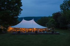 Janet Dunnington Destination Weddings - Tent and rentals from Rain or Shine - Photograph by Daria Bishop