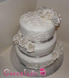 Torta nozze d'argento, rose bianche ed argento <3