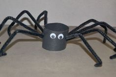 Kids Craft How to Make Toilet Paper Roll Spider is part of Cheap Kids Crafts Pipe Cleaners - Try this spider kids craft this Halloween It's super cheap and super easy just grab some pipe cleaners and a toilet paper roll to make Halloween Spider, Halloween Kids, Halloween Crafts, Halloween Bottles, Halloween Stuff, Paper Towel Roll Crafts, Spider Crafts, Manualidades Halloween, Preschool Crafts