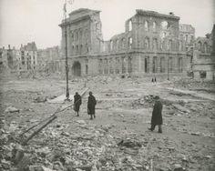 Plac Napoleona (dziś Powstańców Warszawy). 1945r.