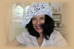uncinetto moda e fantasia:  cappelino cotone bianco con ricamo perline