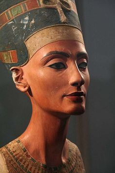 Queen Nefertiti bust, Berlin.
