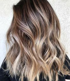 Balayage is the hottest dyeing technique right now. Check the chicest variants of balayage highlights and find out why you should give them a try too! Bronde Balayage, Grey Balayage, Balayage Hair Blonde, Balayage Hairstyle, Men's Hairstyle, Balayage Highlights Brunette, Baylage Blonde, Brown Hair With Highlights, Brown Hair Colors