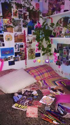 Indie Bedroom, Indie Room Decor, Cute Room Decor, Punk Bedroom, Hippie Bedrooms, Boho Decor, Chambre Indie, Chill Room, Neon Room