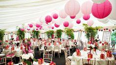 Leuke decoratie op je bruiloft met lampionnen. Creëer meer sfeer! Hier zijn verschillende maten roze, licht roze en witte lampionnen gebruikt. Zie http://www.lampion-lampionnen.nl/a-39058738/combinatie-pakketten/combinatie-pakket-small-wit-licht-roze-roze/
