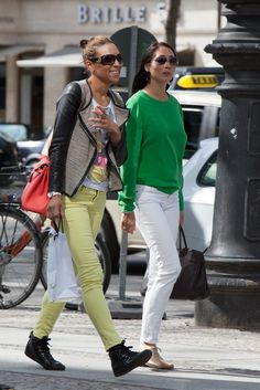 On the streets of Berlin. [Photo by Matti Hillig] Street Chic, Street Wear, Street Style, Coral Jeans, White Jeans, Light Jeans, Summer Jeans, Colored Pants, Summer Looks