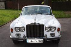 Diesen anmutigen Rolls Royce in schneeweiß gibts bei special-cars.info. Rolls Royce, Benz, Antique Cars, In This Moment, Vehicles, Autos, Sled, Vintage Cars, Car