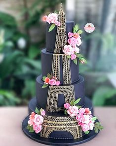Eiffel Tower cake - black and gold cake Crazy Cakes, Crazy Wedding Cakes, Fancy Cakes, Wedding Cupcakes, Paris Themed Cakes, Paris Cakes, Pretty Cakes, Beautiful Cakes, Amazing Cakes