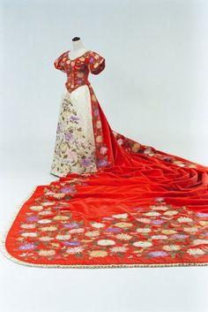 Court dress worn by Empress Dowager Akinori, 1890's From the Bunka Gakuen Costume Museum