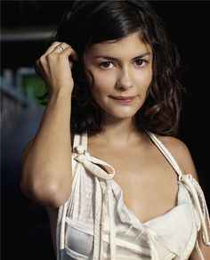 Audrey Tautou. I love this hair length.