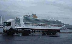Vrachtwagen of Cruise-schip.