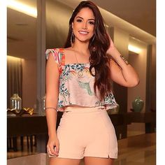 La imagen puede contener: 1 persona, de pie y pantalones cortos Cute Comfy Outfits, Trendy Outfits, Girls Fashion Clothes, Fashion Dresses, Cute Dresses For Party, Online Clothing Boutiques, Chor, Bollywood Fashion, Everyday Outfits