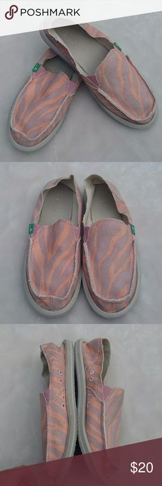 87d7a49088e Sanuk Slip Ons Excellent preowned condition Women s size 9 Sanuk Shoes  Flats  amp  Loafers Sanuk