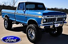 I absolutely am keen on this colouring scheme for this lifted ford truck 79 Ford Truck, Old Pickup Trucks, Ford 4x4, Lifted Ford Trucks, Cool Trucks, Big Trucks, Classic Ford Trucks, Ford F Series, Old Fords