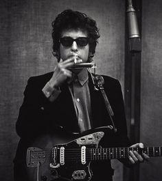 Bob Dylan. Studio A Columbia Recording Studios New York, smoking cigarette 1965